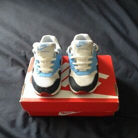 Air max trainers size 4.5