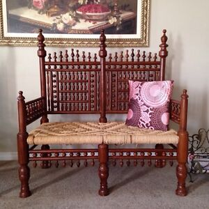 Love seat and two chairs traditional eastern style beautiful set Kitchener / Waterloo Kitchener Area image 2