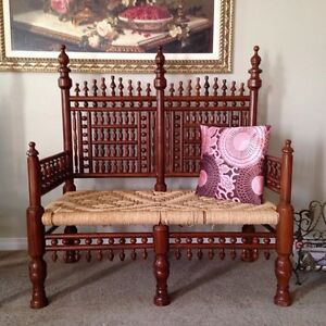 Love seat and two chairs traditional eastern style beautiful set Kitchener / Waterloo Kitchener Area image 3