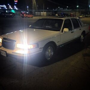 1997 Lincoln TownCar 180Kms Leather Sunroof Must Go $700