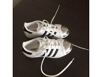 Adidas Superstar woman shoe-size 5-in excellent condition