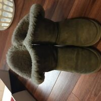 UGG short for boots-size 8