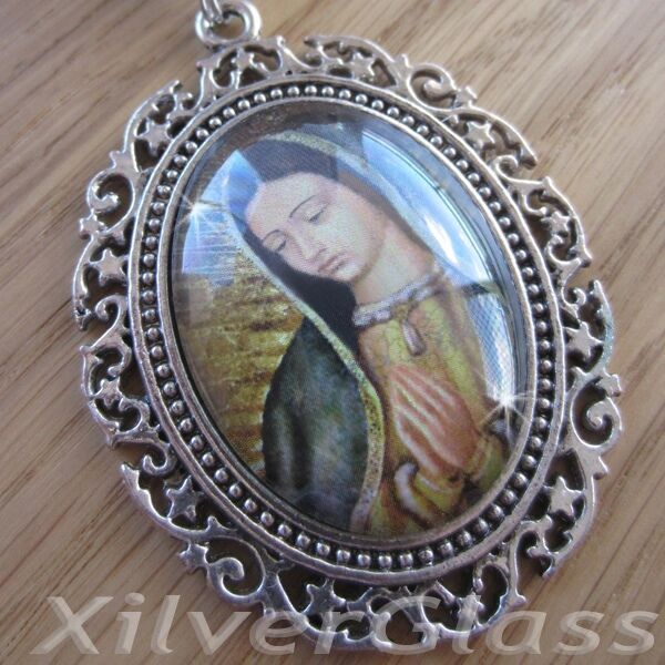 VINTAGE GLASS NECKLACE PENDANT VIRGEN DE GUADALUPE SILVER PLATED LONG CHAIN (C)