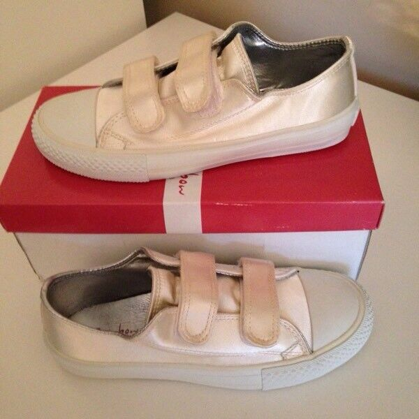 New Girls pump trainers shoe size 1