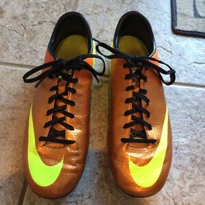 Mens Nike soccer shoes size 9