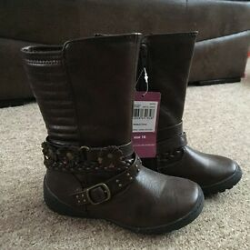Girls boots size 10 bnwt