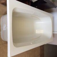 MAAX air jet soaker tub