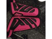 Nike football shin pads boys M