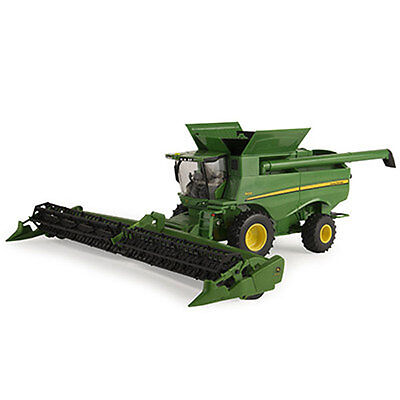 NEW John Deere S680 Combine with Draper Head, 1/32, Ages 3+ (LP64463)