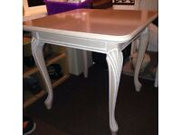 Great condition table, beautiful colouring !