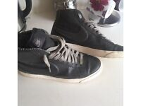 Ladies Nike high tops, size 6