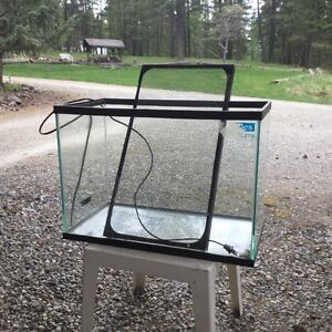 Terrarium with screen and heater