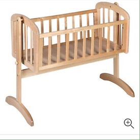 Swinging crib in light birch
