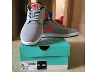 Nike trainers size 5 NEW