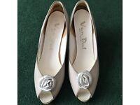 Beautiful white van dal shoes, size 5.5