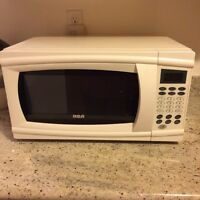RCA Microwave in excellent condition