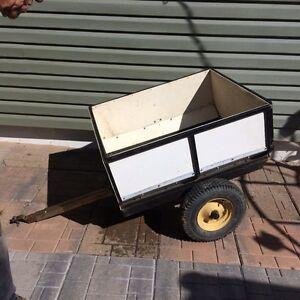 Garden tractor utility trailer