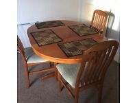 Dining table and chairs !! X4 extends