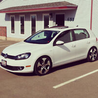 2013 Volkswagen Golf Wolfsburg Hatchback **Like New **
