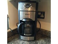 Electronic coffee making machine with grinder
