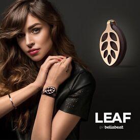 In store demonstrator for Bellabeat Leaf, smart jewellery