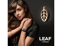 In store demonstrator for Bellabeat Leaf, smart jewellery