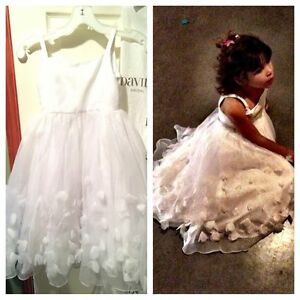 Size 6 Flowergirl dress -beautiful condition! Worn once!