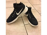 Nike hyperfresh black/white uk size 11 lightweight trainers