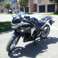 2012 Honda CBR250R - Only 2211km with ABS - $3500