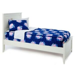 Beautiful girls  zip-up bedding