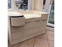 Vintage dressing table with mirror, crystal handles needs a repaint hence price