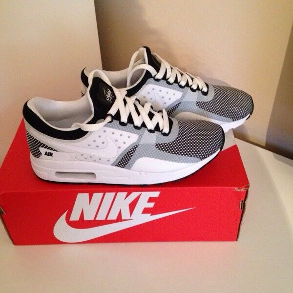 New Boys / girls Nike air max trainers size 5.5