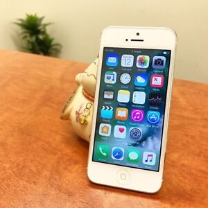 A grade iPhone 5 as new UNLOCKED with three months warranty Calamvale Brisbane South West Preview