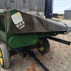 643 John Deere corn head