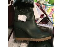 Ladies green boots size 6 brand new