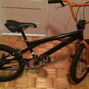 Vélo Mongoose BMX
