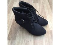 Womens black boots size 5