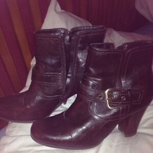 Brown size 8 ladies boots