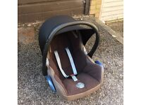 Maxi Cosi car seat 0-18 month with retractable shade, good condition