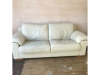 ITALIAN LEATHER THREE SEATER SOFA VERY GOOD QUALITY COMFORATBLE MADE IN ITALY CAN ARRANGE DELIVERY