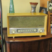 VINTAGE ELECTROHOME TABLETOP RADIO WORKING WOOD CABINET