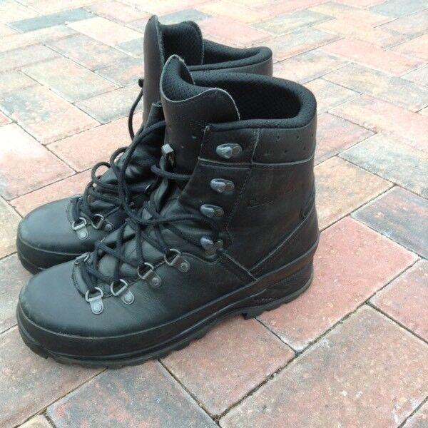 LOWA Mountain Gortex Black Boots Size 7.5