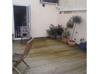 2 bed flat with patio in torquay market street!