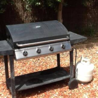 4 burner gas bbq with 9 kilo gas bottle - Not pretty but works