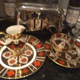 Imari style China set four lovely