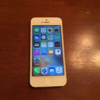 iPhone 5 excellent condition with Bell & Virgin
