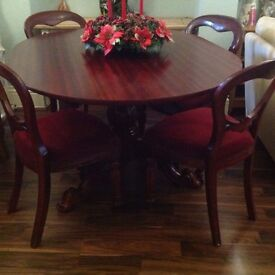 Fabulous table solid wood and 4 balloons chairs