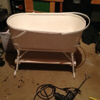 ANTIQUE WICKER BASSINET [SACKVILLE NB]