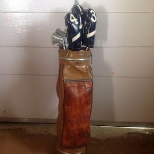 Leather golf bag .