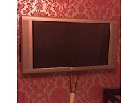 """42"""" Flat screen Philips TV with Home Theatre System and Wall Bracket"""